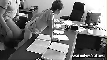 Amateur Trailer Theater sucking his boss in the office