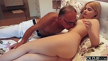 Boyfriend and Stud Sister kissing Dirty little daddys step daughter