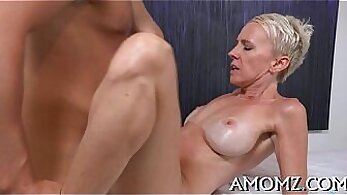 Big mature pussy on couch - Phonecouze